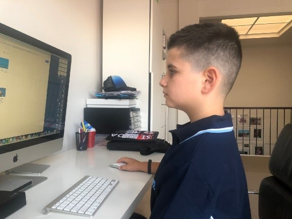 Kid using a mac